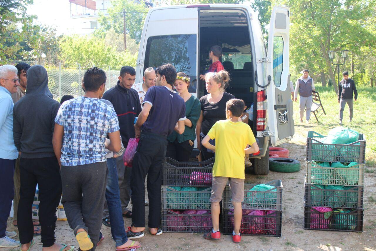 Gemüse Verteilung - aid hoc Hilfseinsatz Flüchtlingslager Griechenland